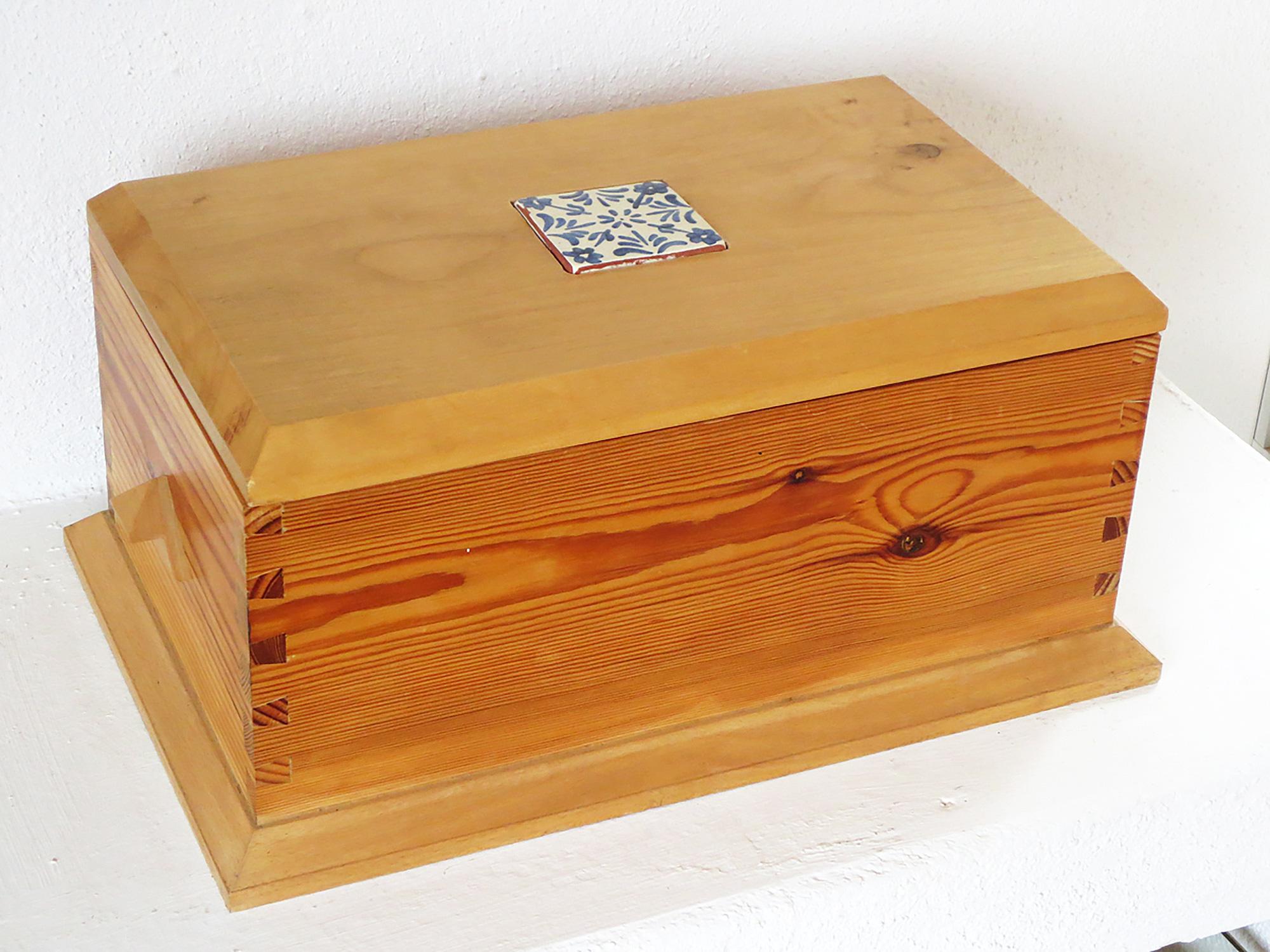 Caja cofre tres maderas con cerámica