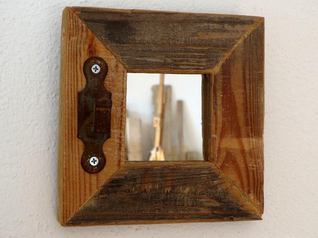 Espejo rústico con pestillo 1
