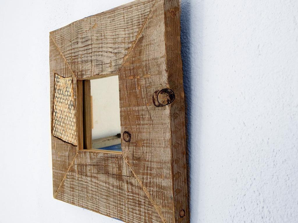 Espejo rústico con cerámica del mar