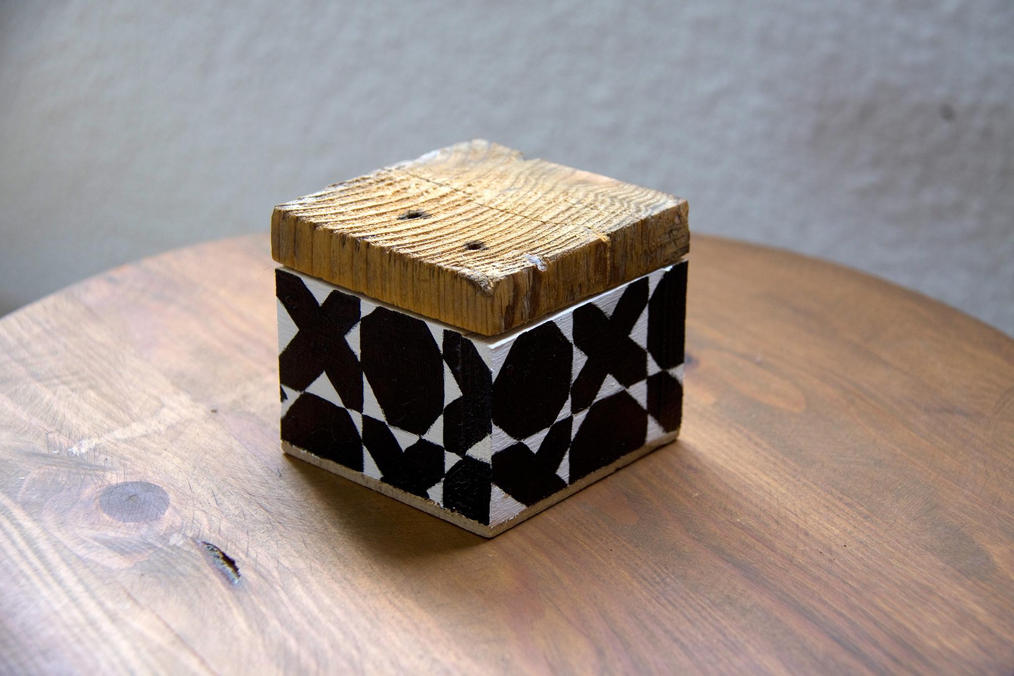Caja octógonos y cruces