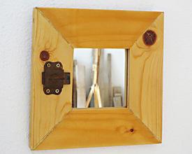 Espejo pino con cerrojo