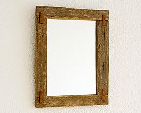 Espejo rústico con ensambles de madera